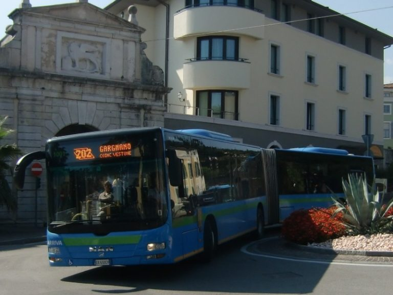 Bus service around Lake Garda